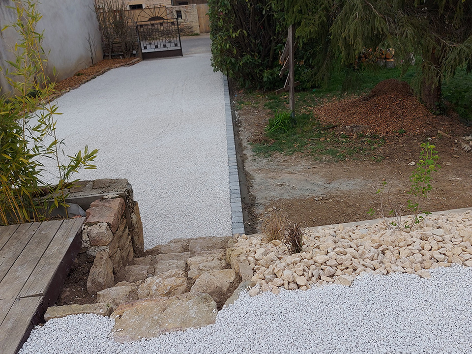 création massif et escalier à Igé